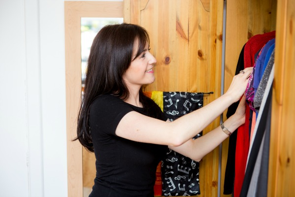 Sarah-Reynolds-Professional-Organiser-organises-declutters-wardrobe